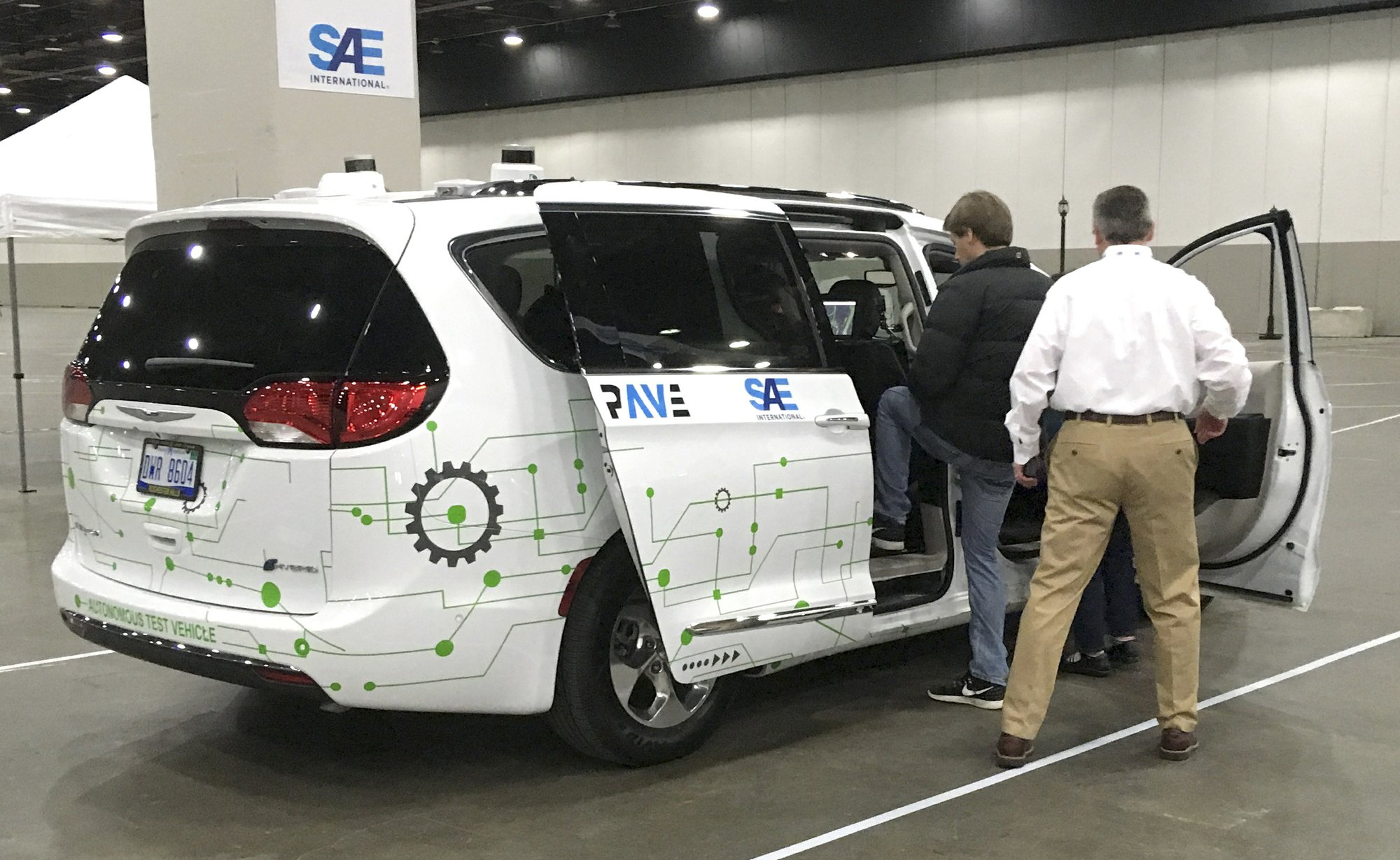 Public gets to take free ride in self-driving car in Detroit
