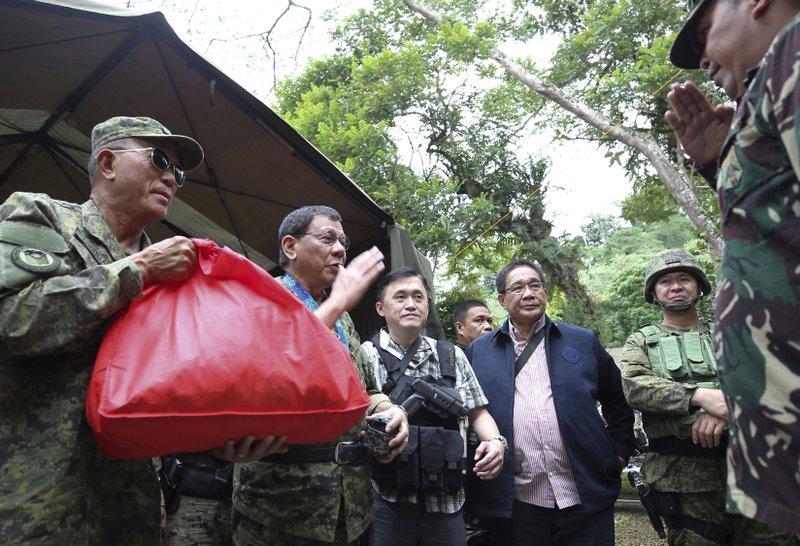 Rodrigo Duterte, Delfin Lorenzana