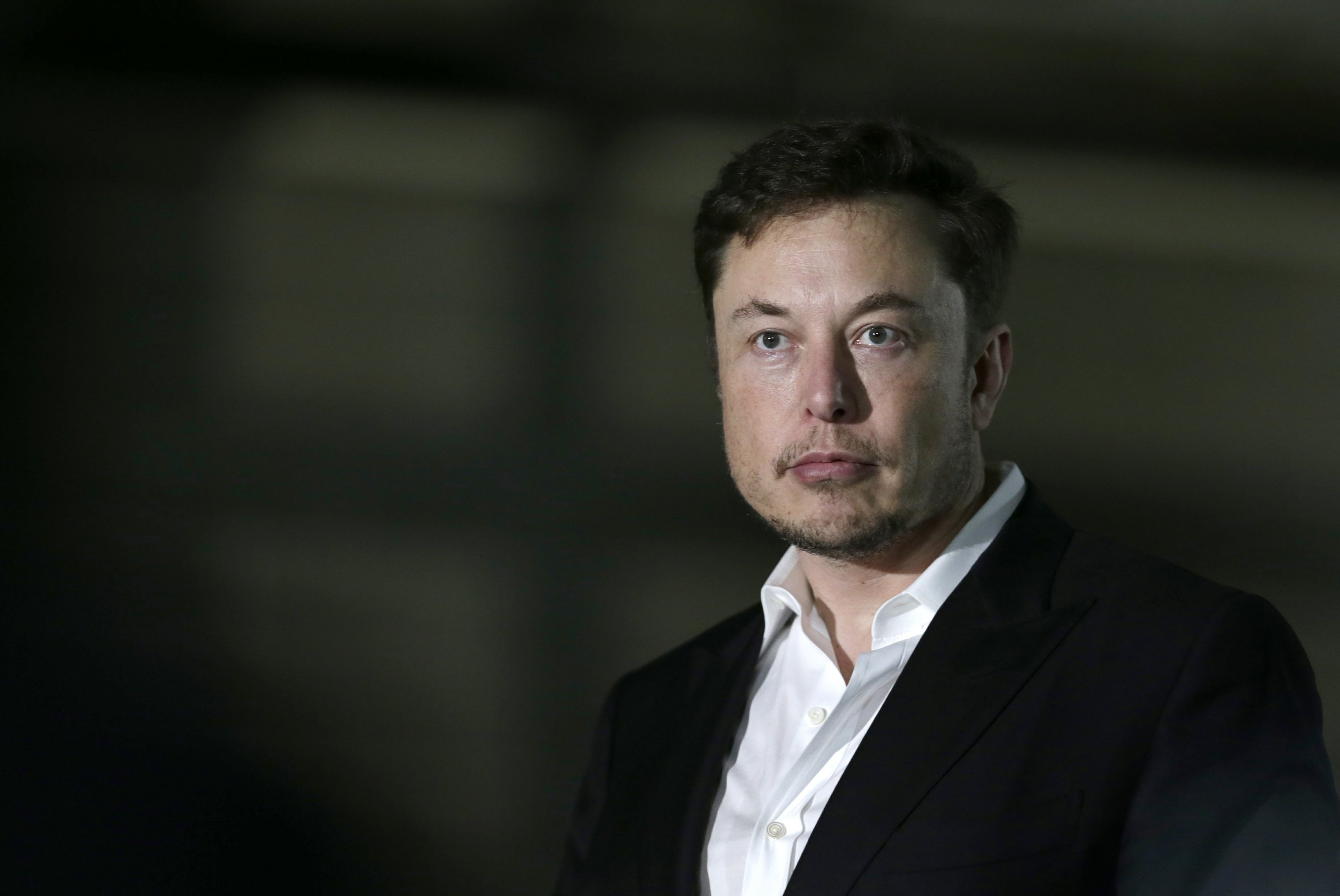 Another day at Tesla: Execs depart, Musk invites controversy