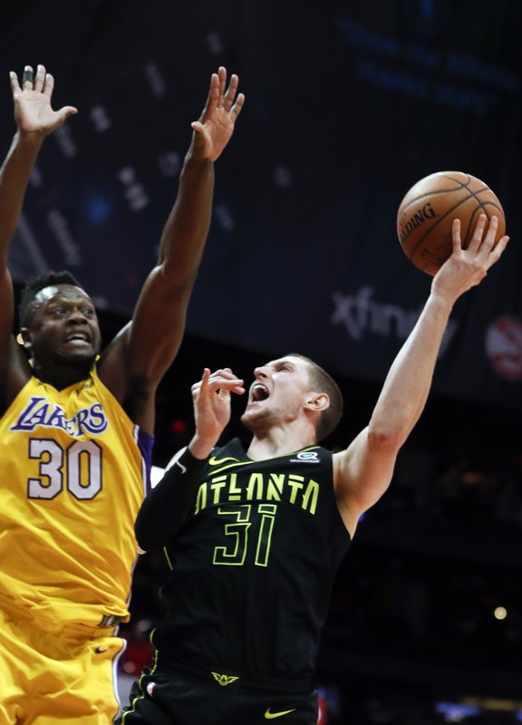 Mike Muscala, Julius RAndle