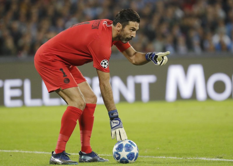 fb8e2875d87 Buffon behaves when faced with another penalty