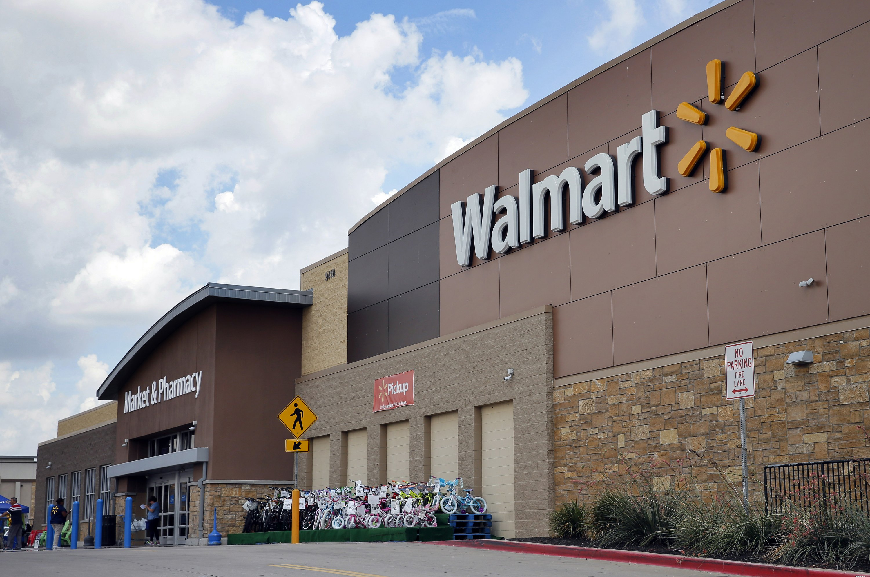 Walmart testing store employee delivery of US online orders