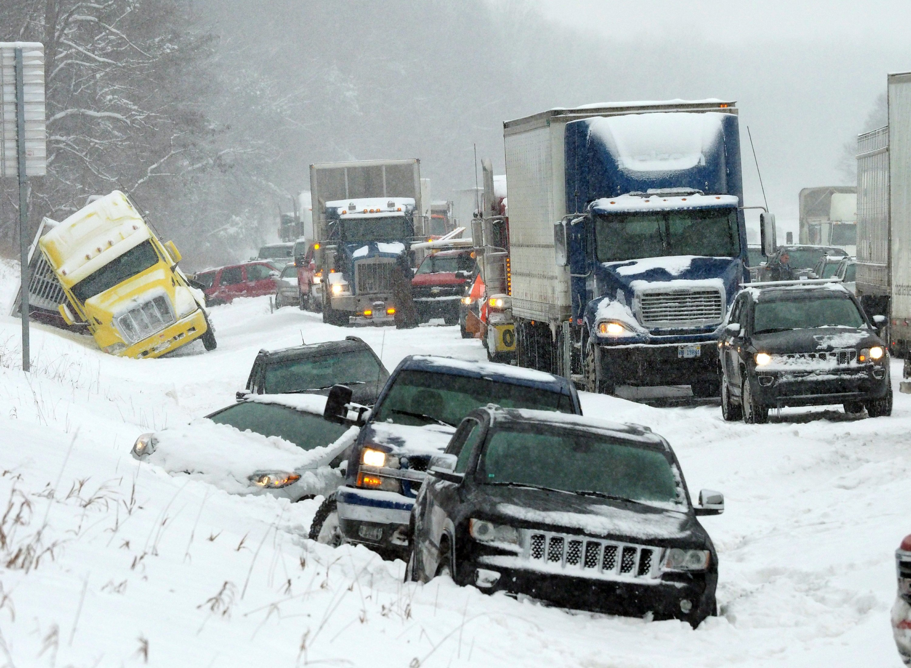 Winter storm pounding Midwest blamed for 2 deaths