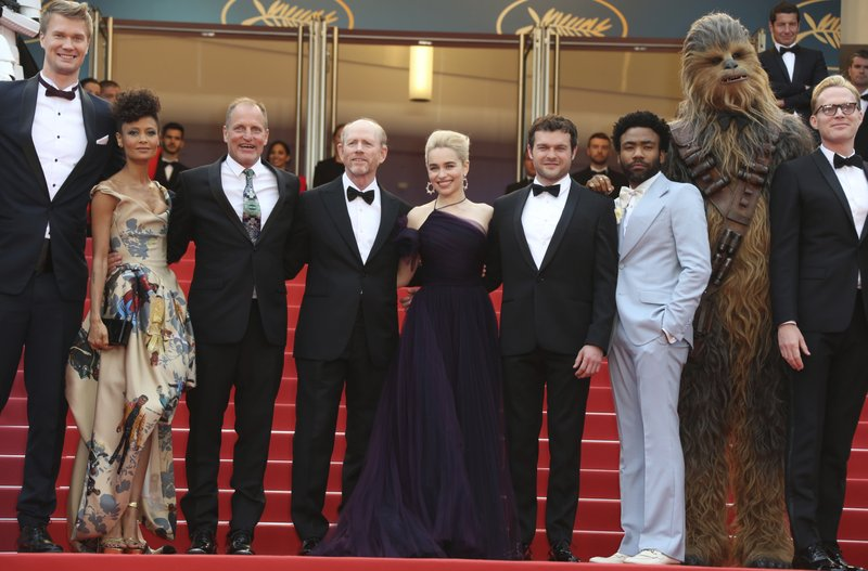 Joonas Suotamo, Thandie Newton, Woody Harrelson,Ron Howard, Emilia Clarke, Alden Ehrenreich, Donald Glover, Chewbacca, Paul Bettany