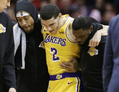 e1d33e2c401a LOS ANGELES (AP) — Already without injured star LeBron James