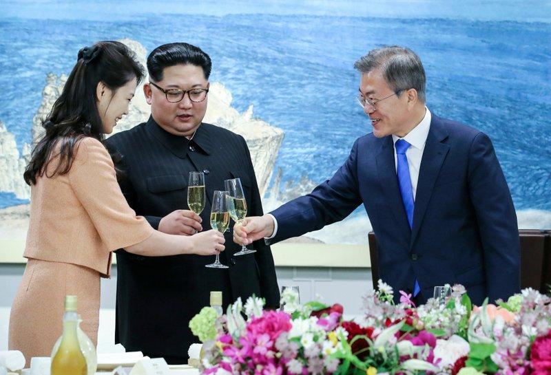 takeaways from koreas summit kim s smiles moon s reception