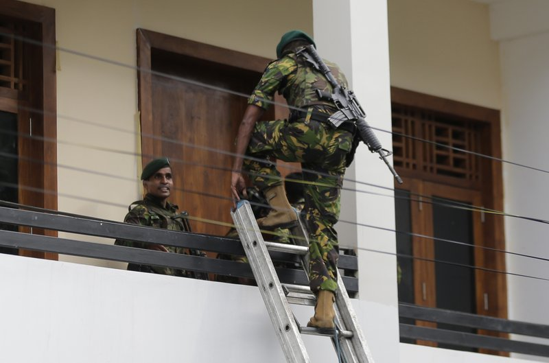 'Panic Mode': Witness Describes Aftermath of Sri Lanka Bombs 800