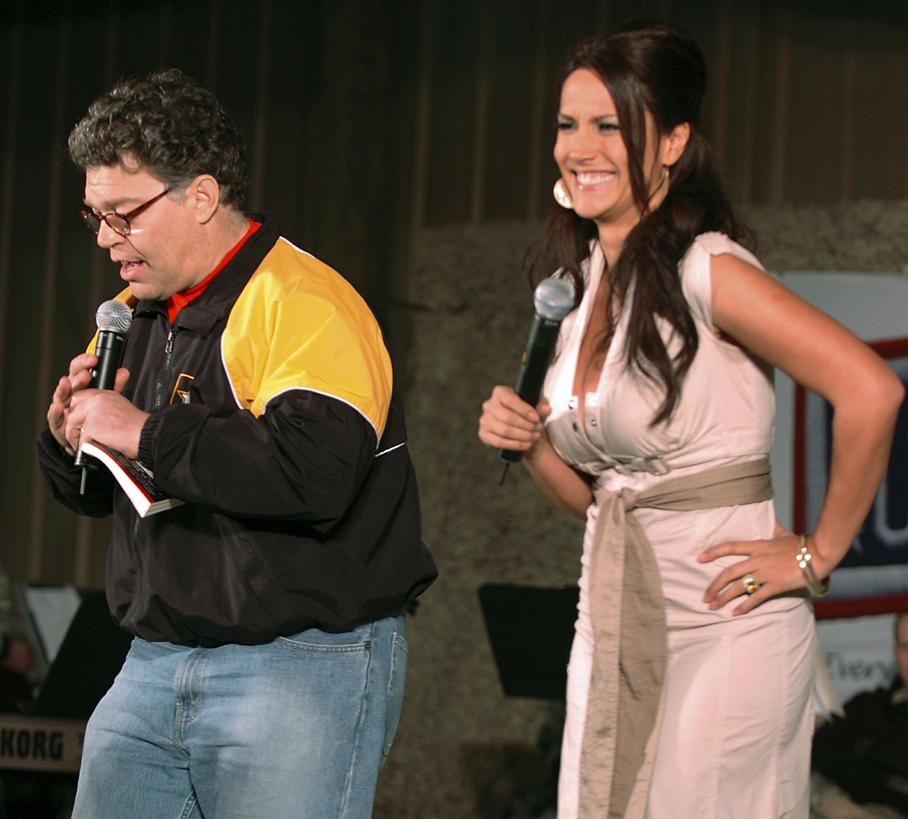 Franken faces ethics probe after woman says he groped her