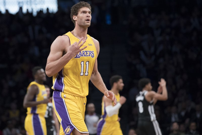 sports shoes 021ec 1ddf9 Lopez helps Lakers edge Nets 102-99 in return to Brooklyn