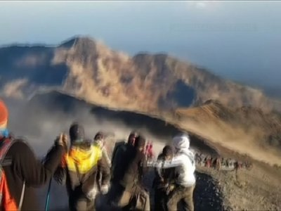 After Earthquake, Climbers Seek Safer Ground