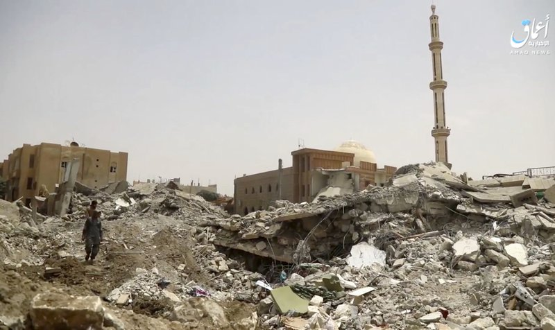 US-backed Syrian fighters reach gates of IS capital of Raqqa