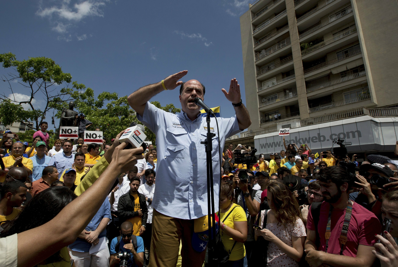 Venezuela opposition boss asks Wall Street to cut off Maduro