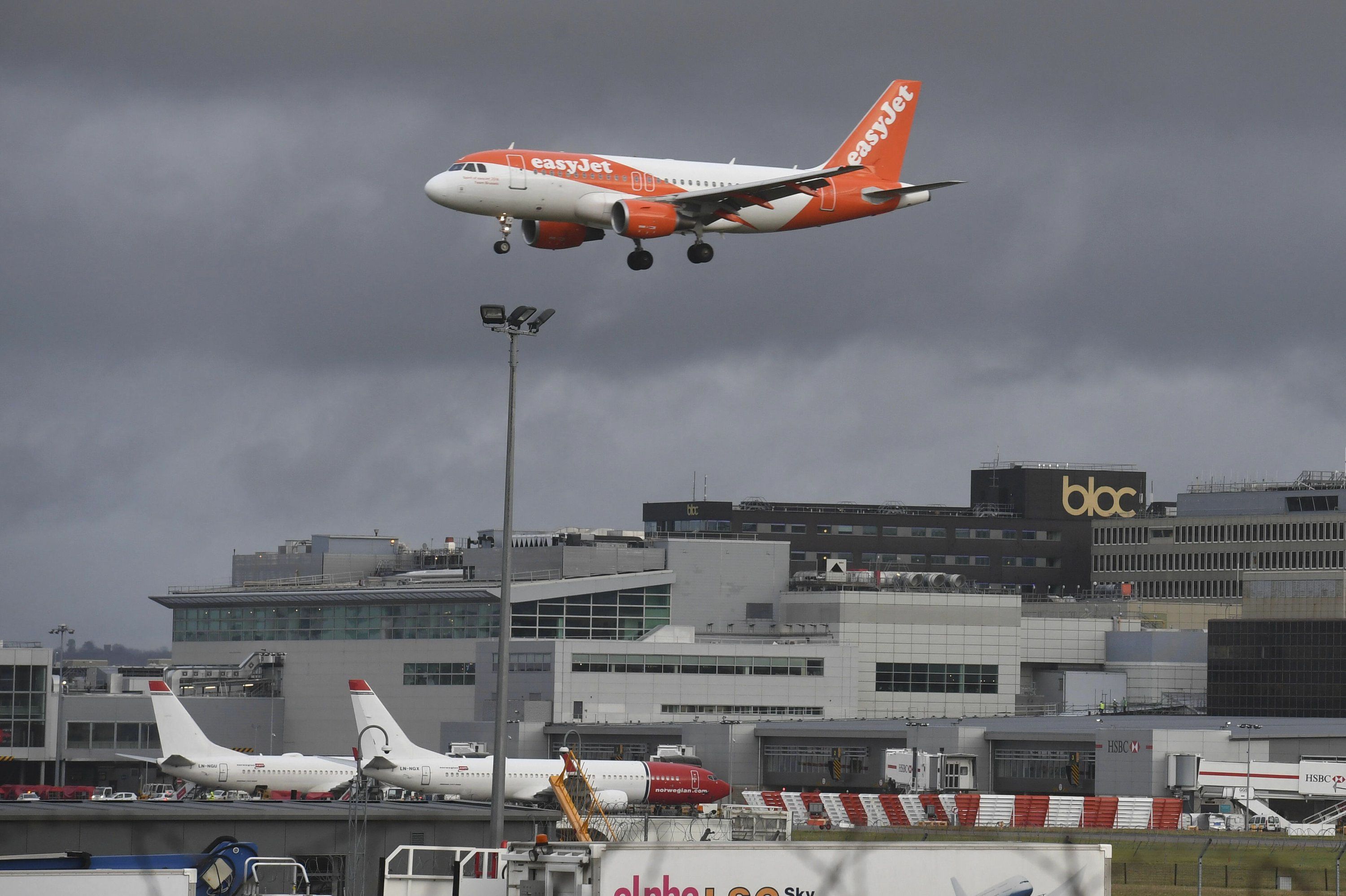 2 arrested for drone use in London Gatwick Airport case