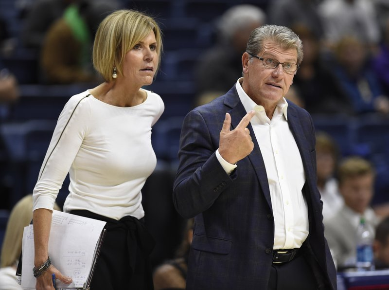 Chris Dailey, Geno Auriemma