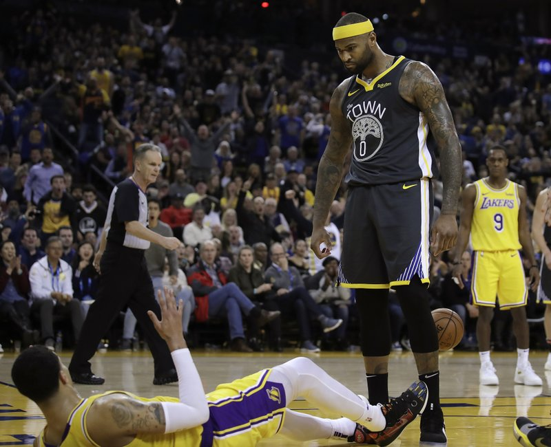 b7856802abe3 Thompson returns from illness to lead Warriors past Lakers