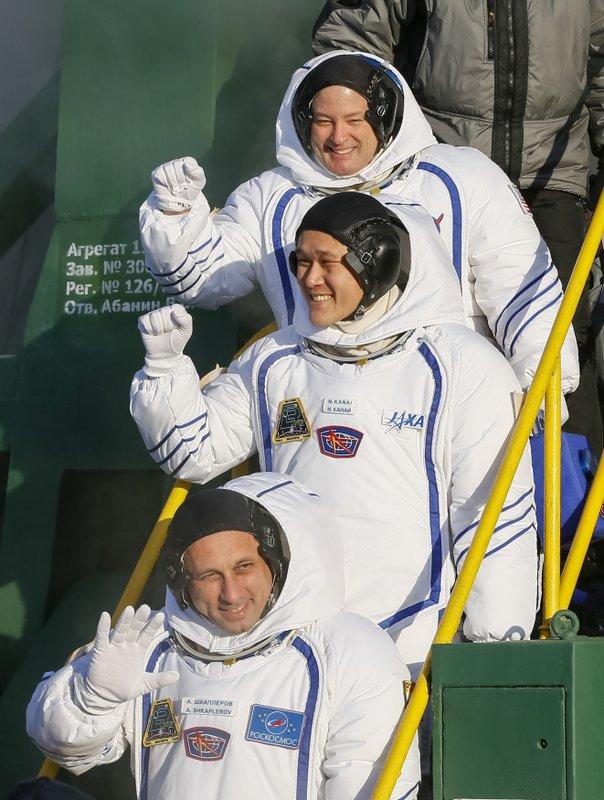 Anton Shkaplerov, Scott Tingle, Norishige Kanai,