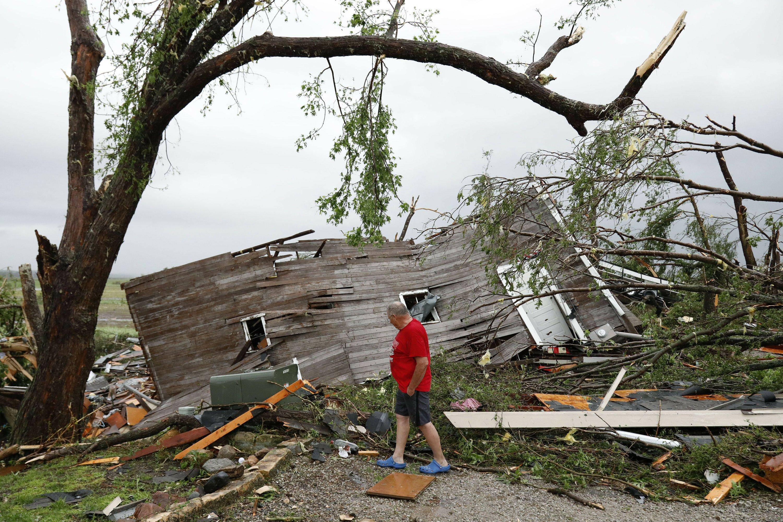 Tornadoes hit Kansas, Pennsylvania as storms sweep across US