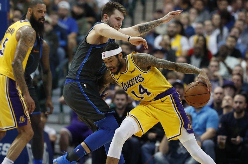 Ingram Ball Lead Lakers To 107 97 Win Over Mavericks
