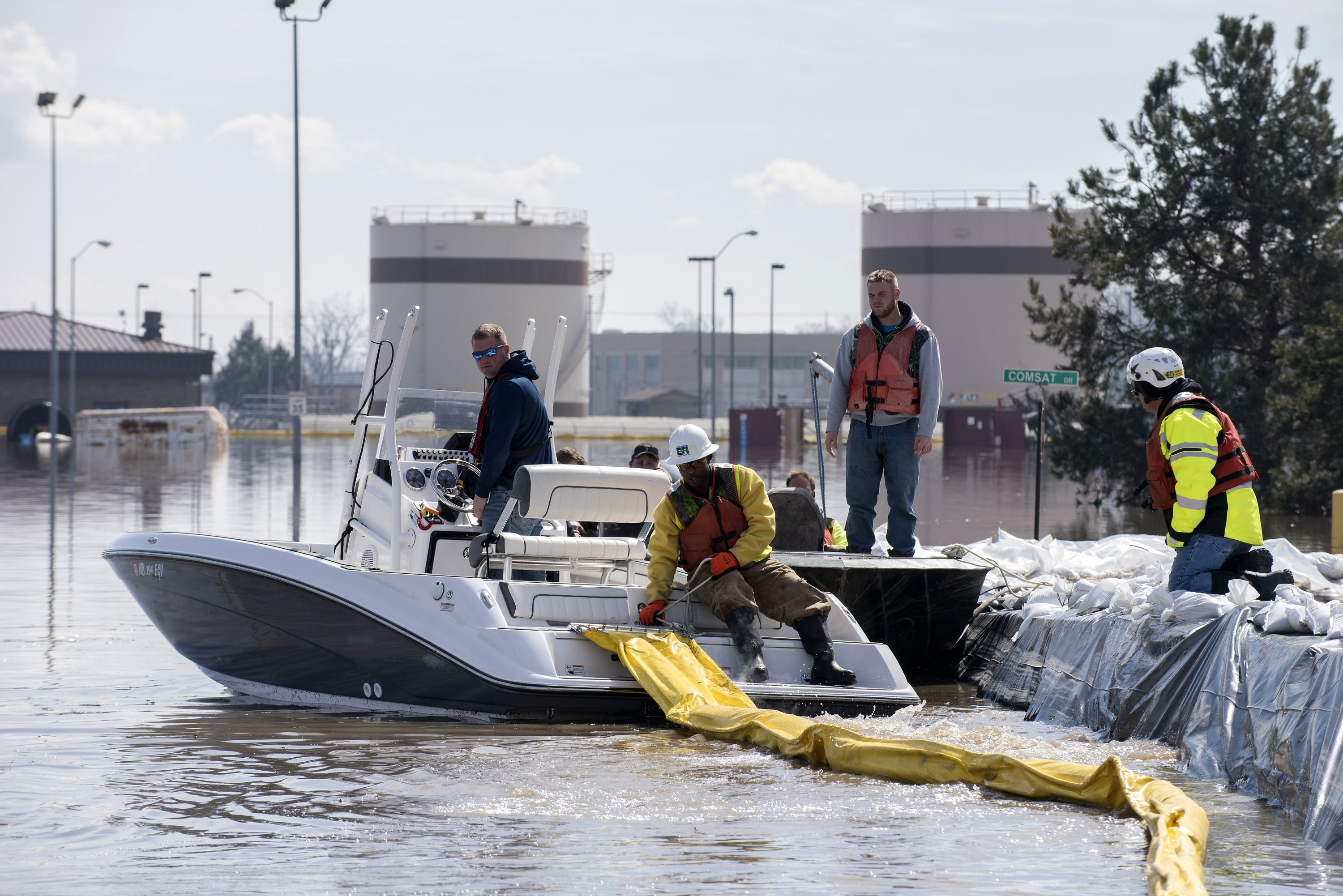 apnews.com - Margery A. Beck, Ellen Knickmeyer - Floods expose threat to military posed by climate change