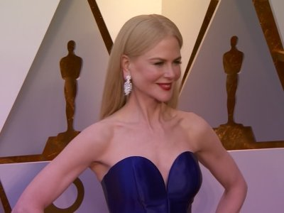 Stars dazzle on the Oscars red carpet