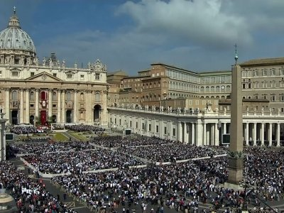Raw: Faithful Mark Easter Sunday Around World