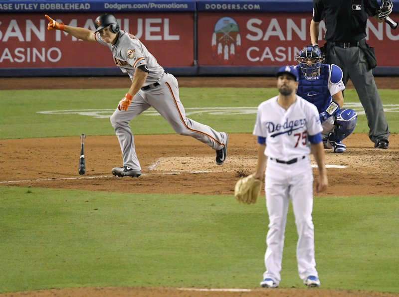 ed745ad3a Giants rally with 4 runs in 9th to down Dodgers 5-2
