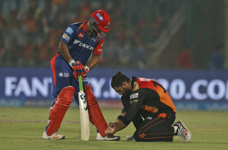 Sunrisers Hyderabad's cricketer Yuvraj Singh ties the shoelaces of Delhi Daredevils' batsman Rishabh Pant during their Indian Premier League (IPL) cricket match in New Delhi, India, Tuesday, May 2, 2017.