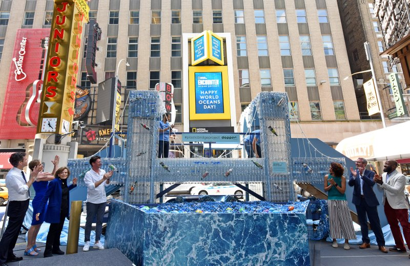 Dopper Foundation and National Geographic Encounter Unveil a Replica of the Brooklyn Bridge in Times Square Made with 5,000 Single-Use Plastic Water Bottles