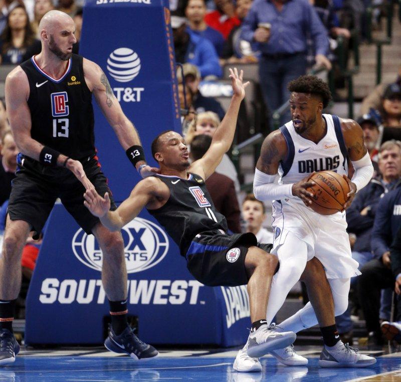 Barnes Jordan Star In Mavericks 114 110 Win Over Clippers