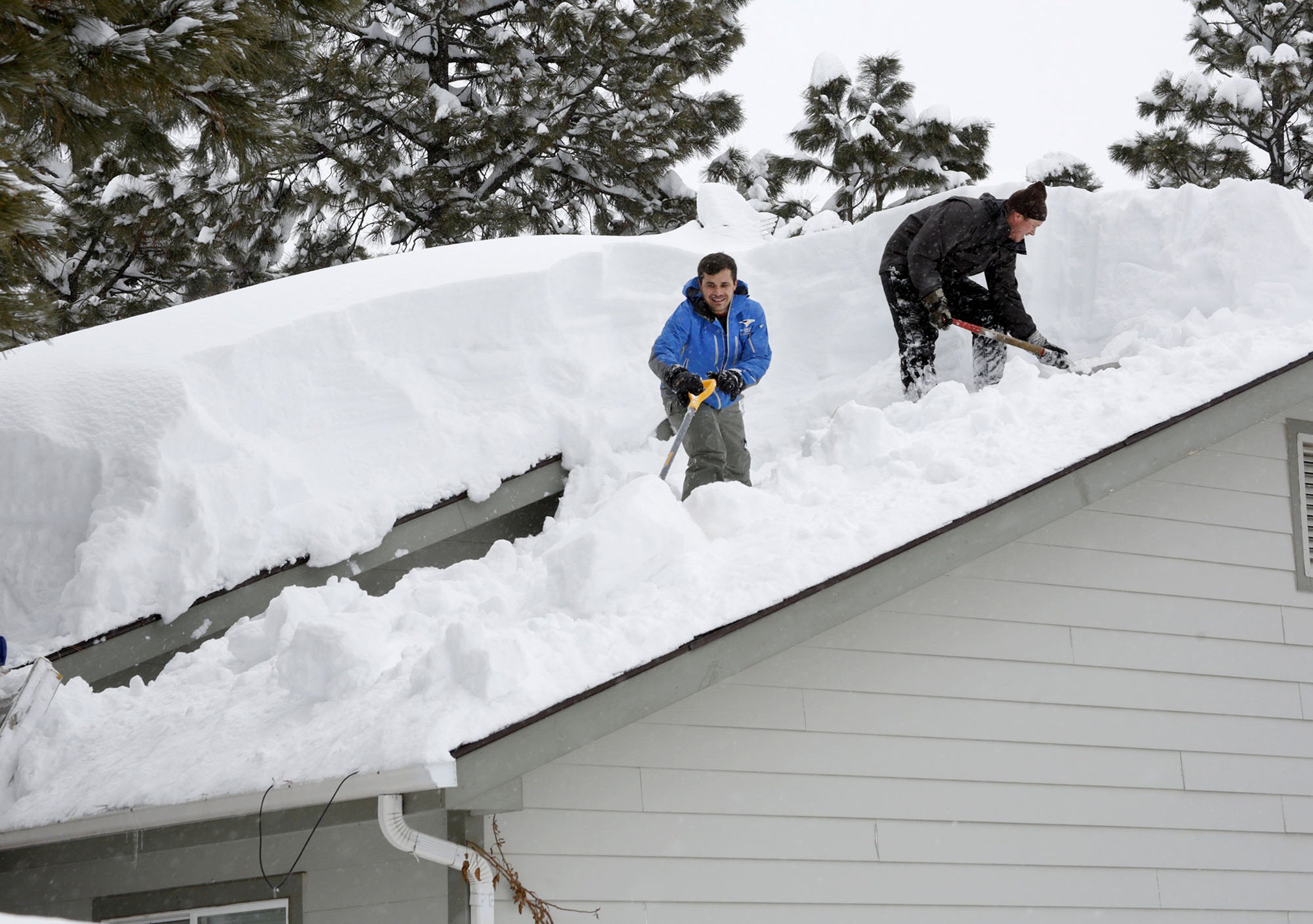 Storm dumps record-breaking snow in Arizona on way to Texas