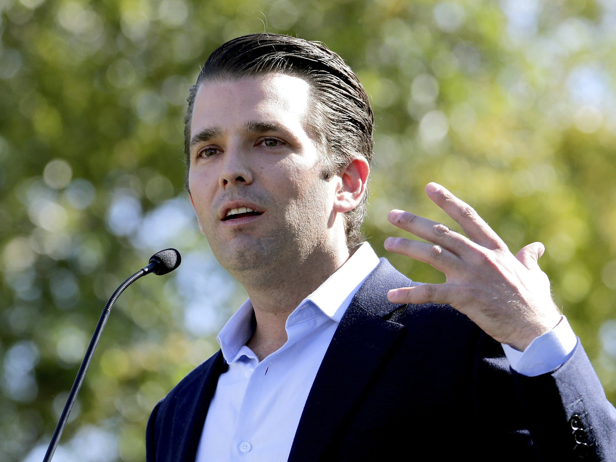 Report: Trump Jr. was promised damaging info about Clinton