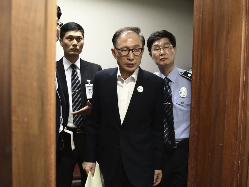 c7230b7cee9 South Korean ex-president Lee granted bail in bribery case
