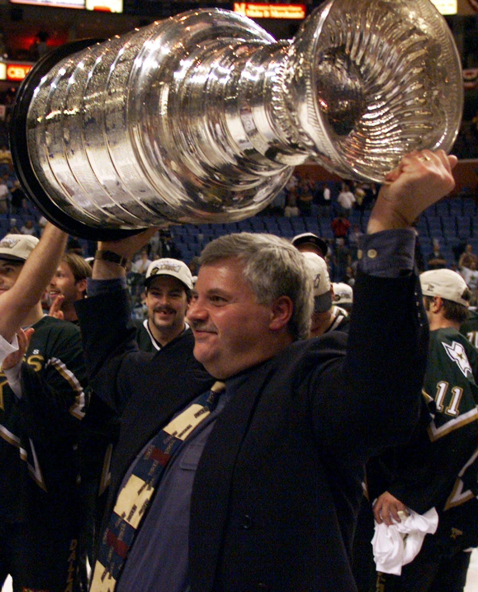 Ken Hitchcock, 3rd in NHL wins, retiring after 22 years