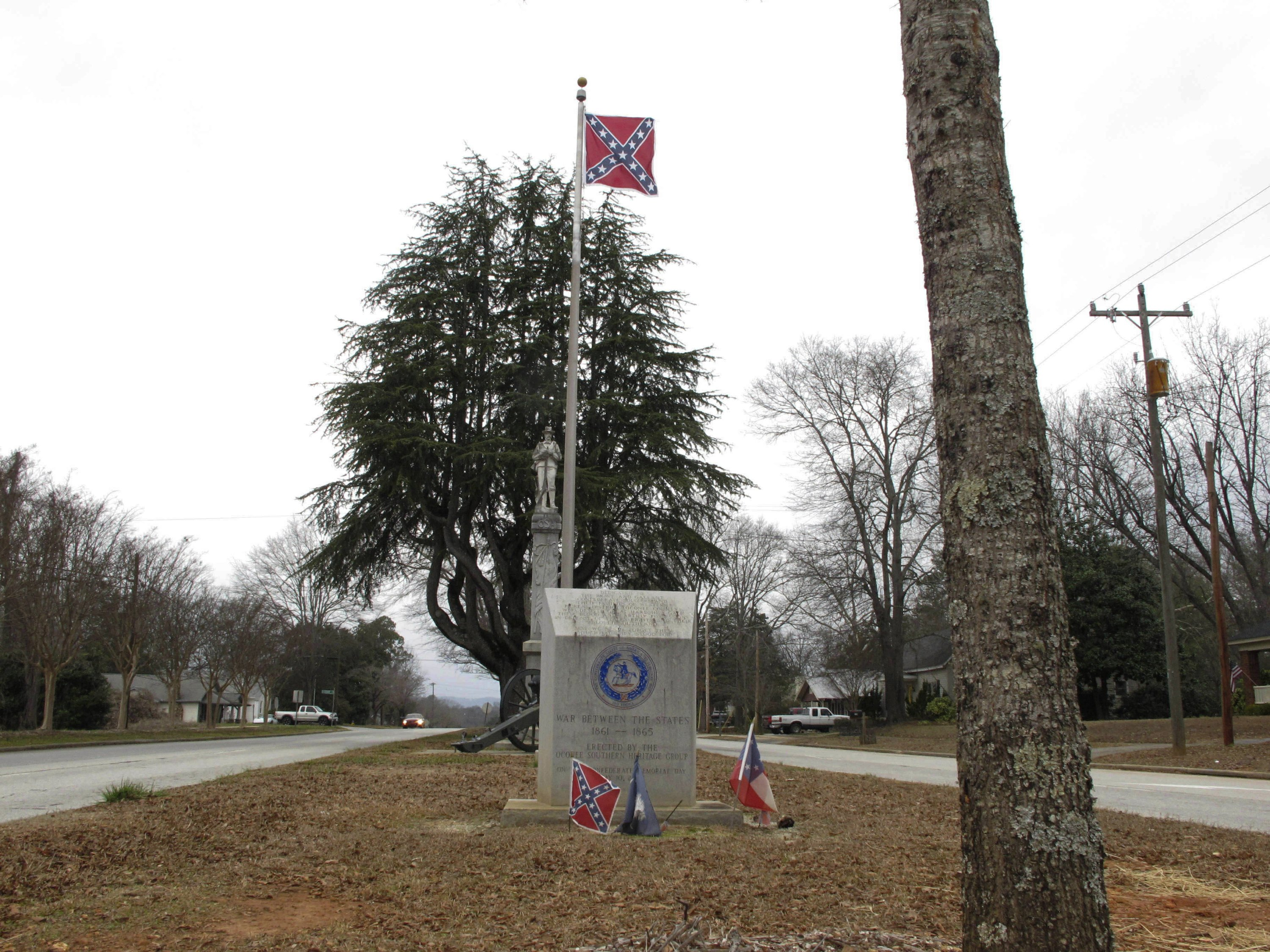 S. Carolina law makes it tough to lower Confederate flags