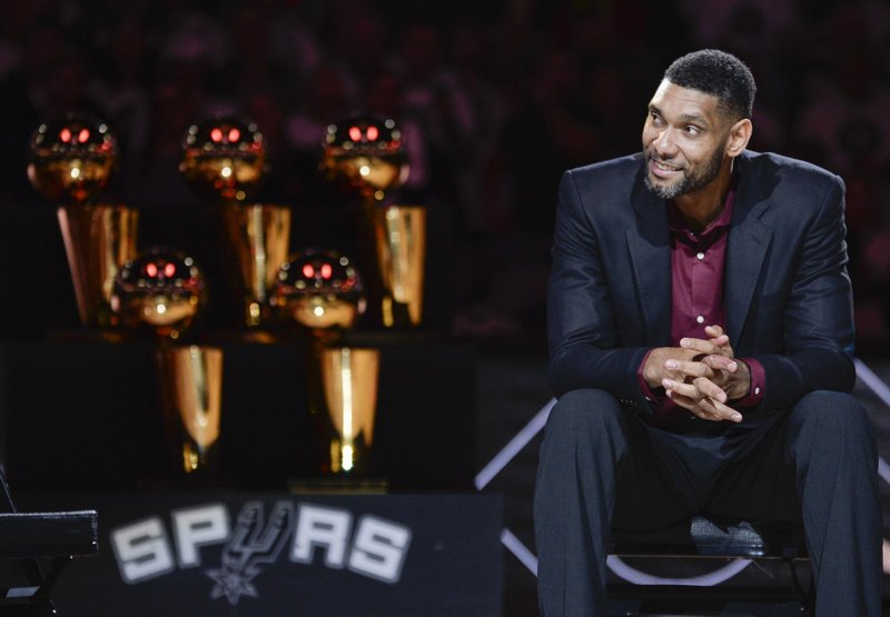648893abaca Spurs honor Duncan with emotional ceremony
