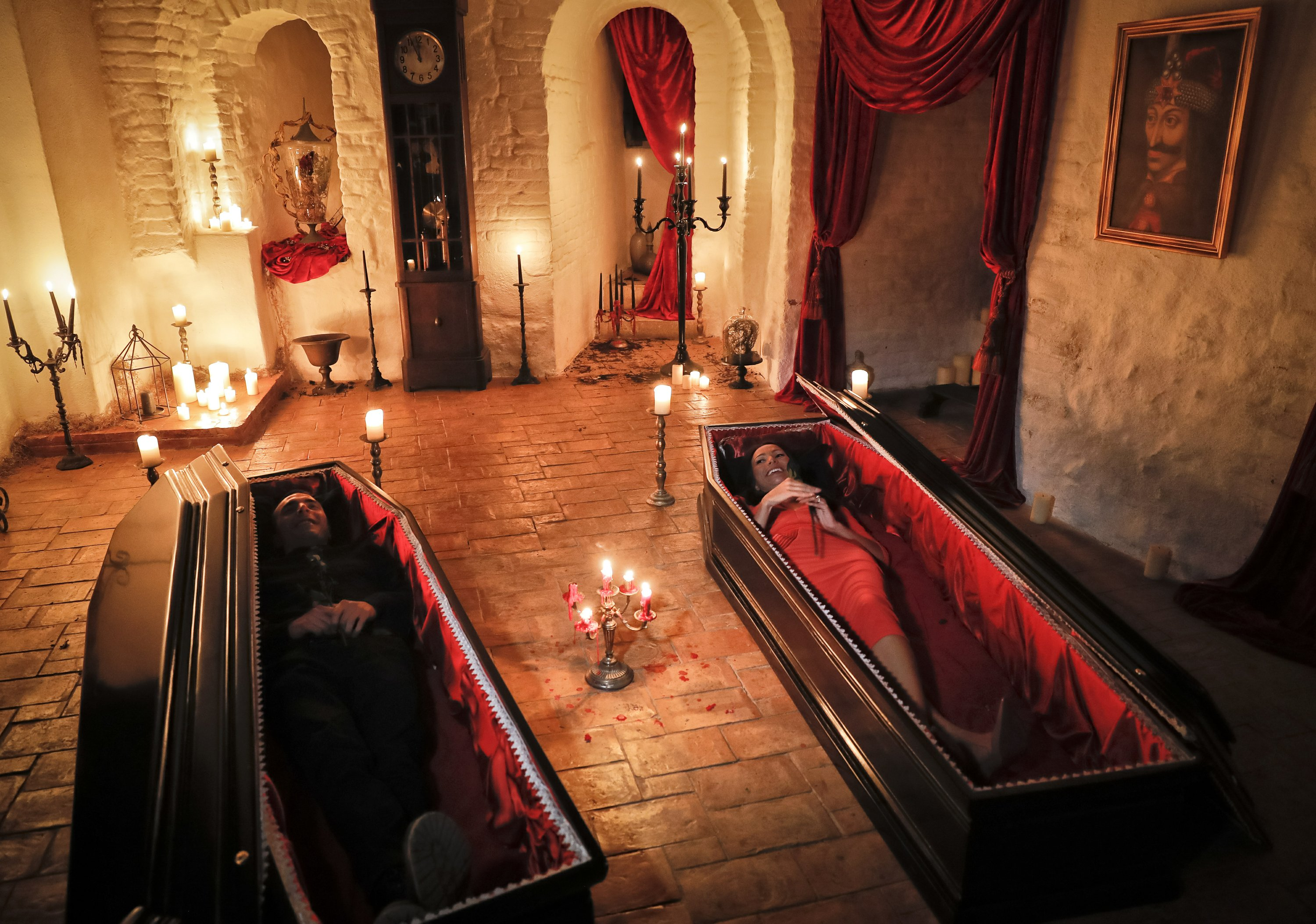 Romania 2 Canadians To Sleep In Coffins At Dracula S Castle,Easy Diy Christmas Tree Decorations