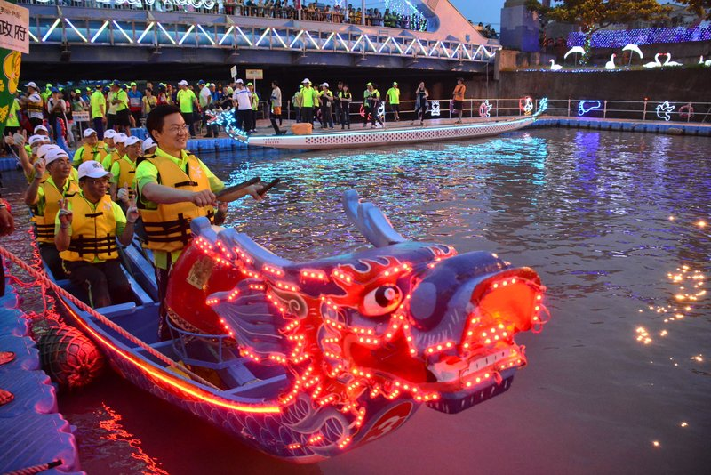 Annual Lu-Kang Dragon Boat Festival Kicks off in Central Taiwan