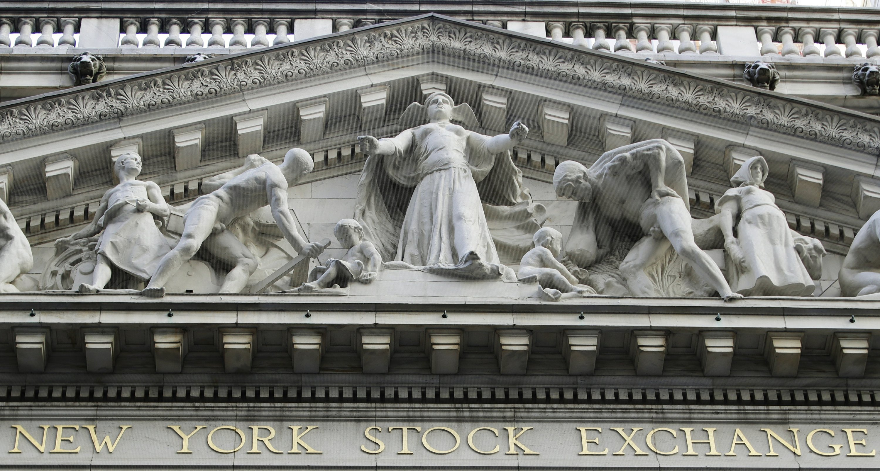 Stocks end 1Q with solid gains after day of listless trading
