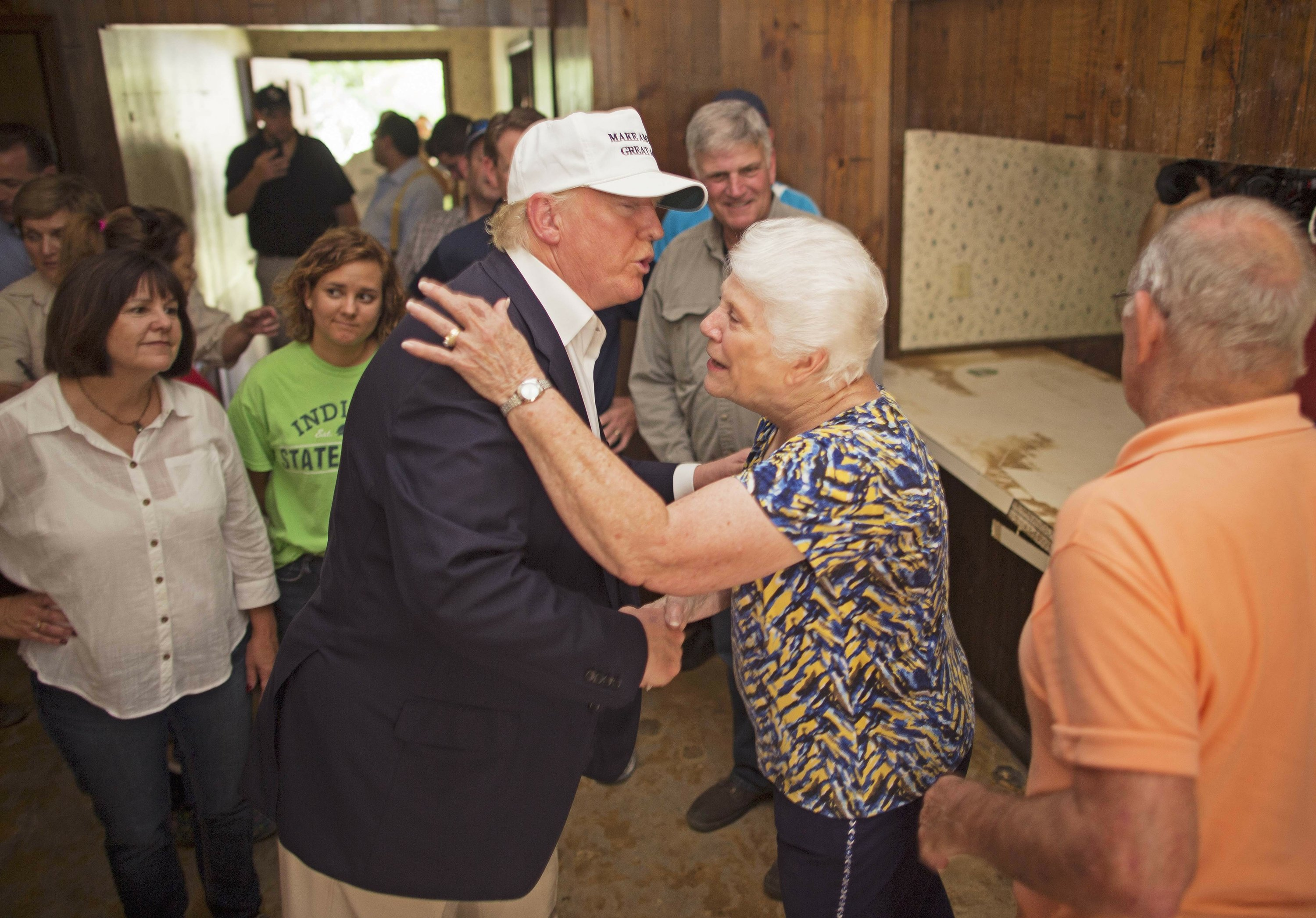 Touring flooding, Trump moves ahead with campaign turnaround