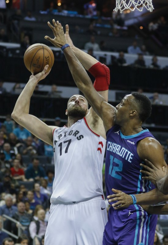 Jonas Valanciunas, Dwight Howard