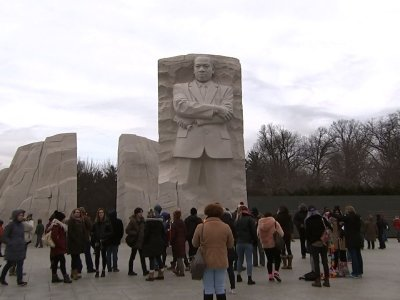 Hundreds Honor King at Washington's MLK Memorial