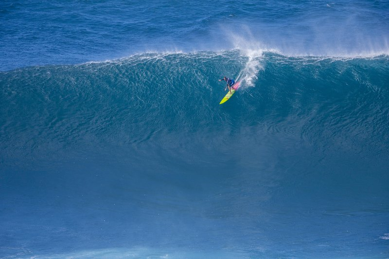 ea753b977d582f Surf s up! Women compete for 1st time in big-wave contest
