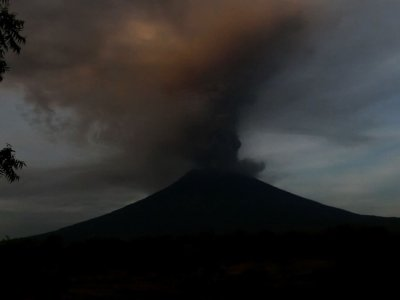 Raw: Indonesia Volcano Alert at Highest Level