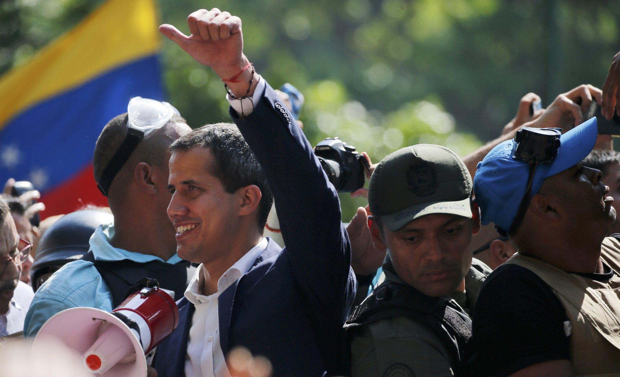 URGENTE: GUAIDO PEDE PARA QUE OS PROTESTOS CONTINUEM AMANHÃ
