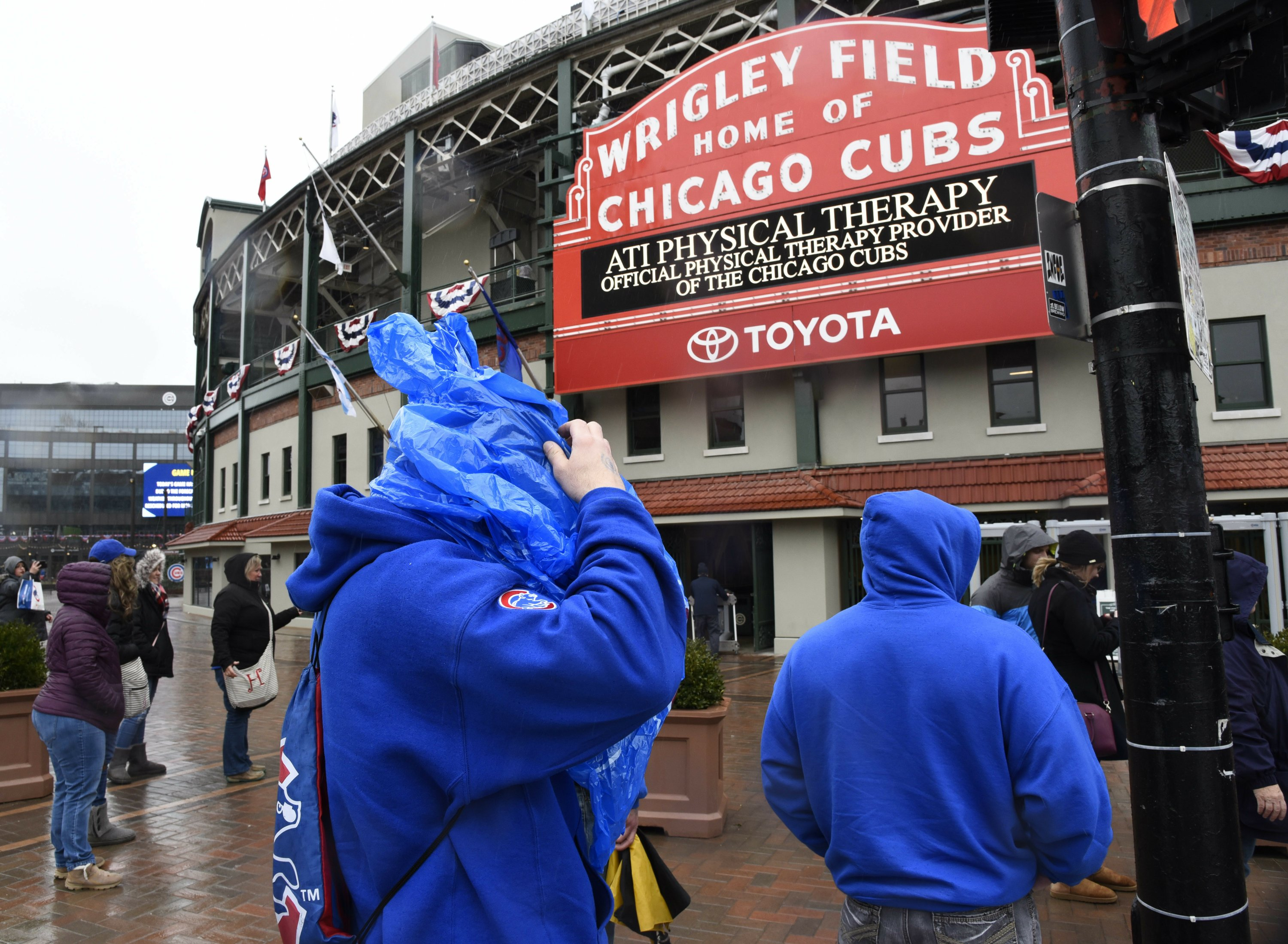 Cardinals-Cubs game postponed because of poor weather