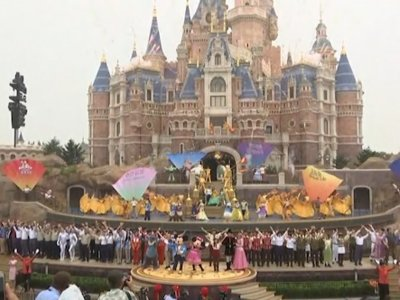 Raw: Disney Opens 1st Mainland China Theme Park