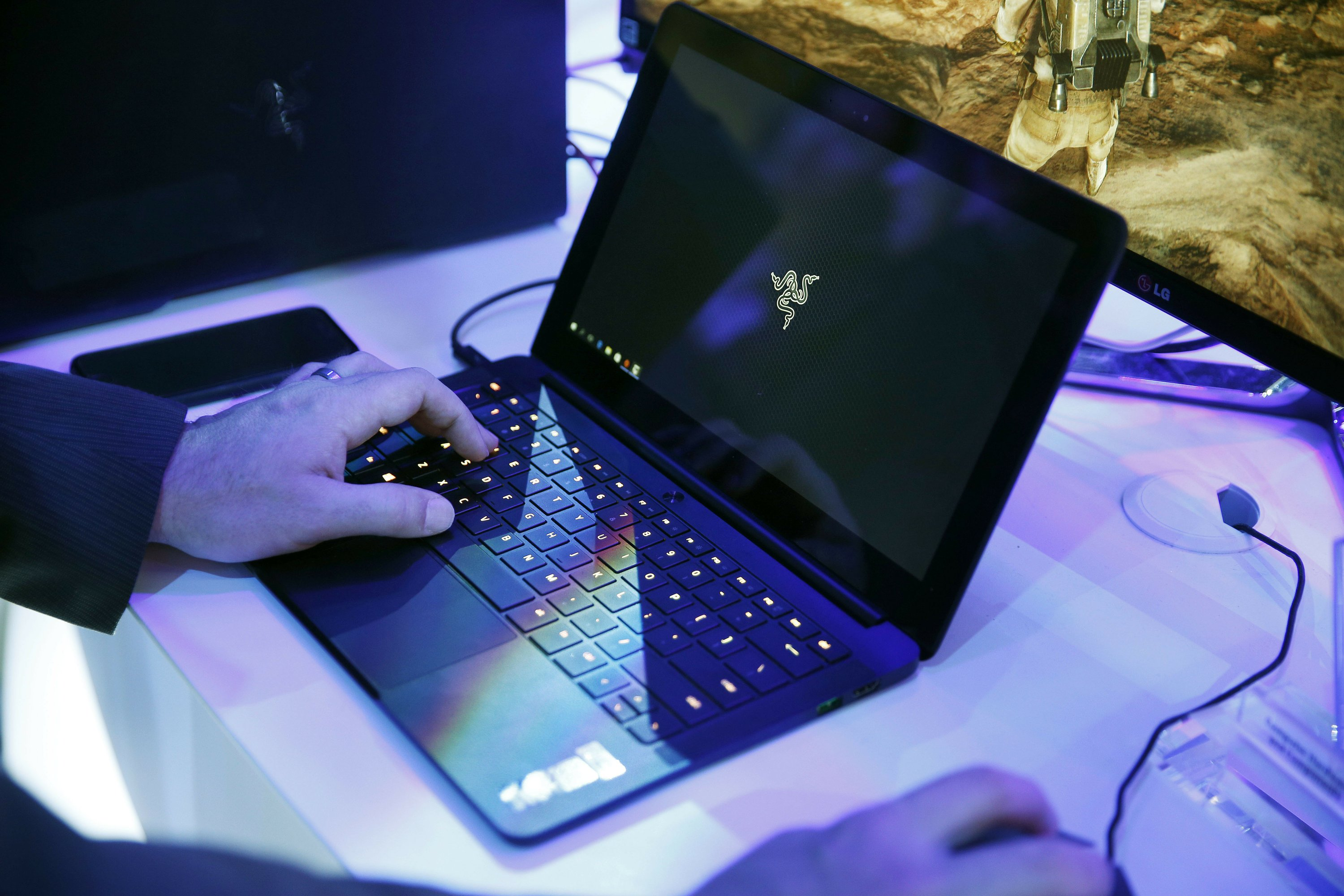 Ban aimed at electronics in cabins of some US-bound flights