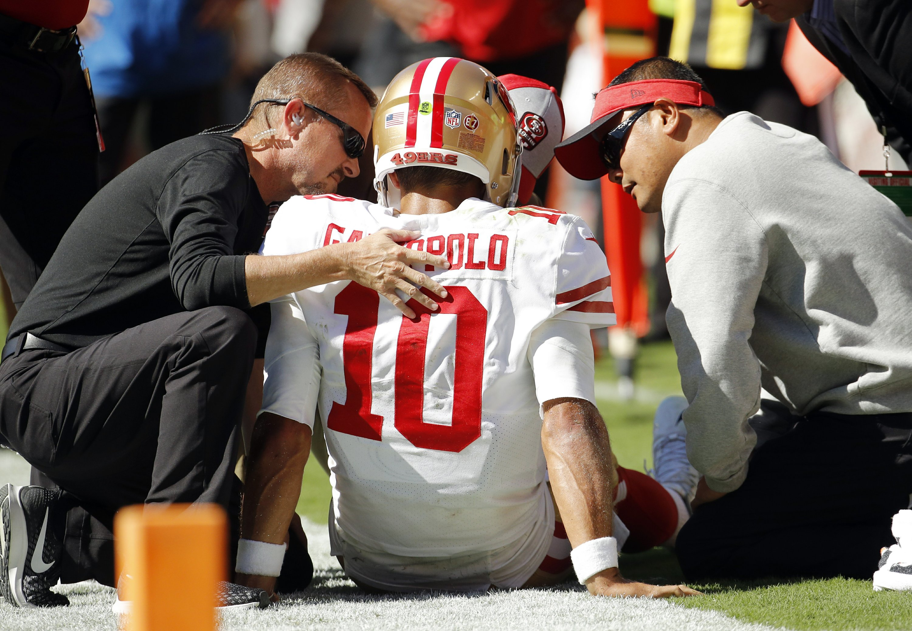 2a2369a6 49ers fear QB Garoppolo sustained season-ending ACL injury