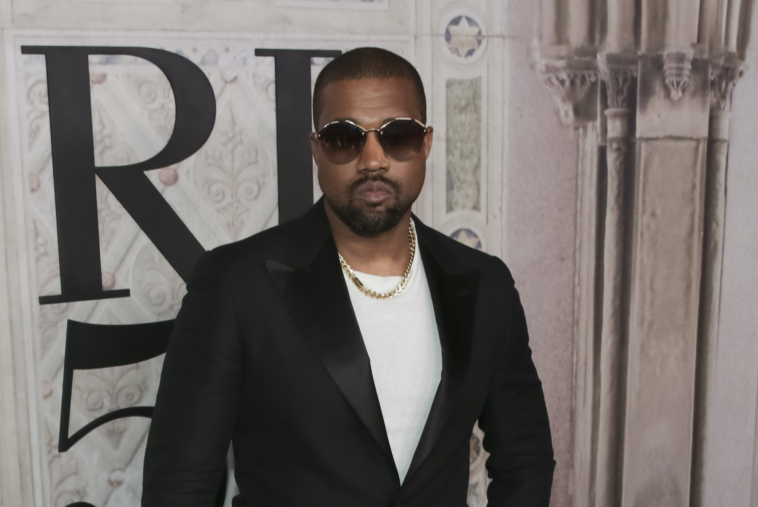 Communication on this topic: Kanye West meets Ugandas president, gifts pair , kanye-west-meets-ugandas-president-gifts-pair/