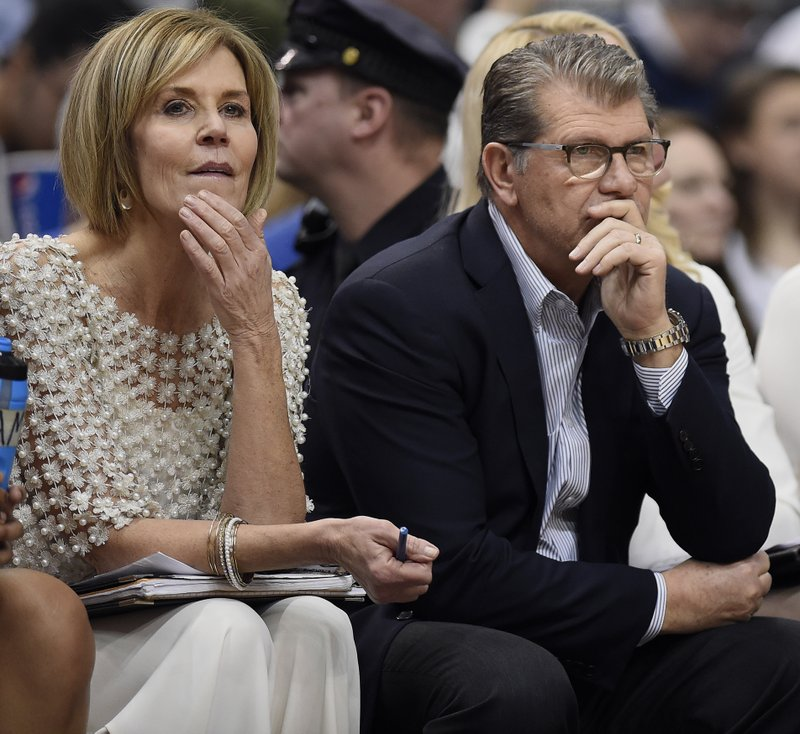 Geno Auriemma, Chris Dailey